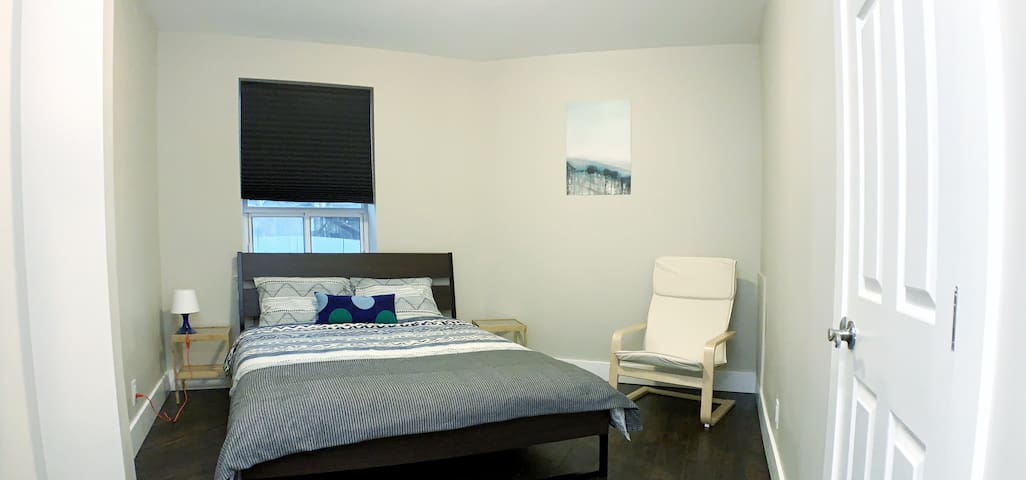 Specious Room near Downtown.TV +Netflix