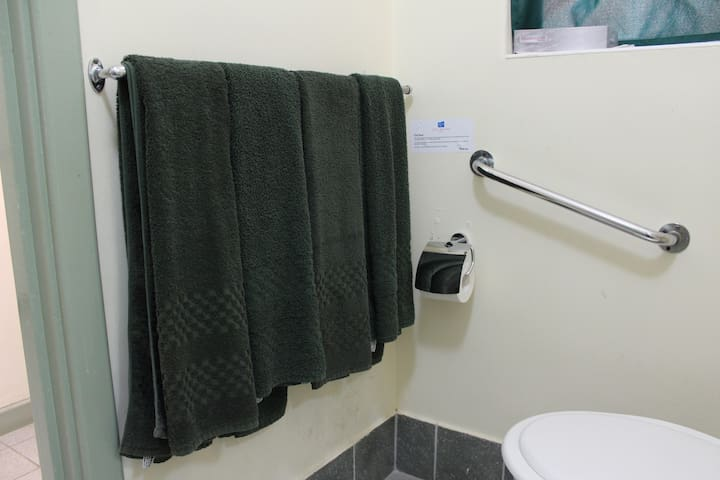 Bathroom - With towels & toilet amenities provided