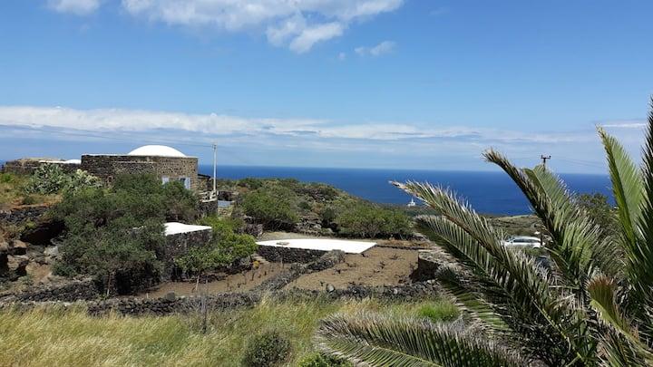 Stylish dammuso with breathtaking sea view