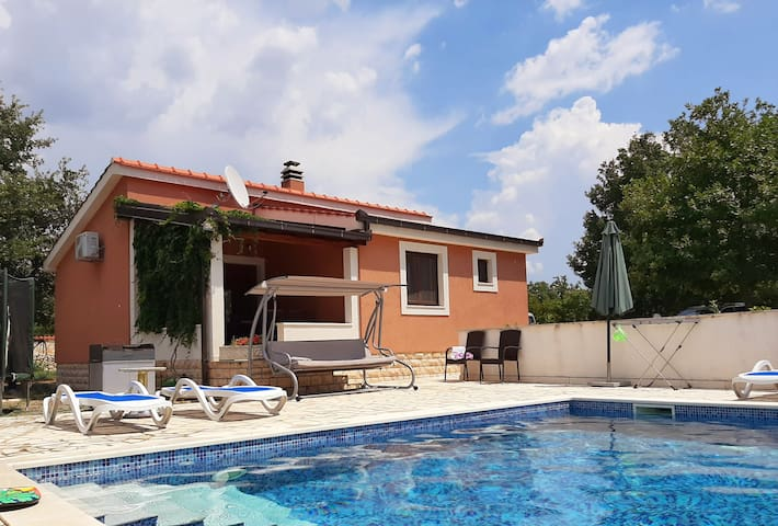Holiday house(Split/Sinj) with pool/ full privacy