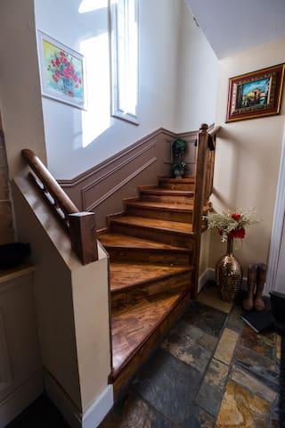 Escaliers menant au premier etage!