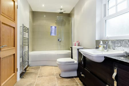 WD3 - 5 rooms available!! - Rickmansworth - Bed & Breakfast - 1