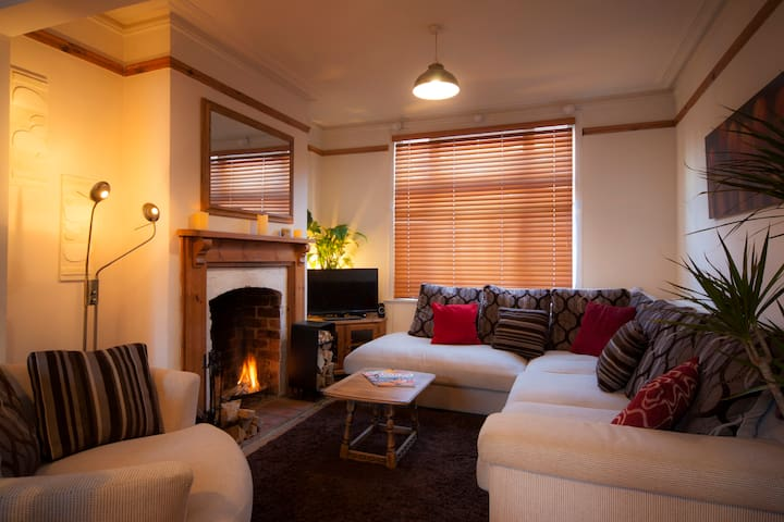 Relax & Unwind in Cosy Comfort Close to Town - Northampton - House