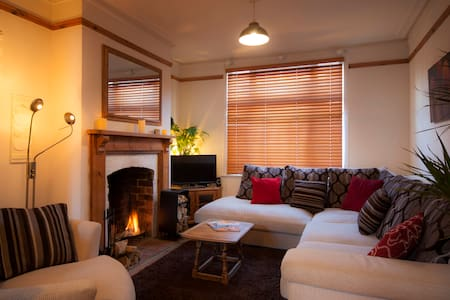 Relax & Unwind in Cosy Comfort Close to Town - Northampton