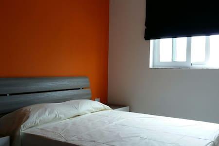 Stilish and Modern Room Frontsea - Leilighet