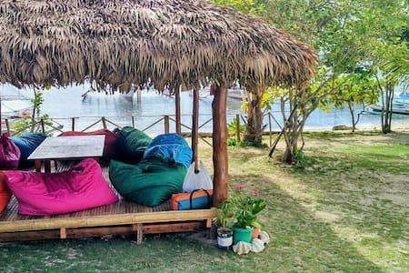 Maniwaya Beach Front House - Maniwaya island