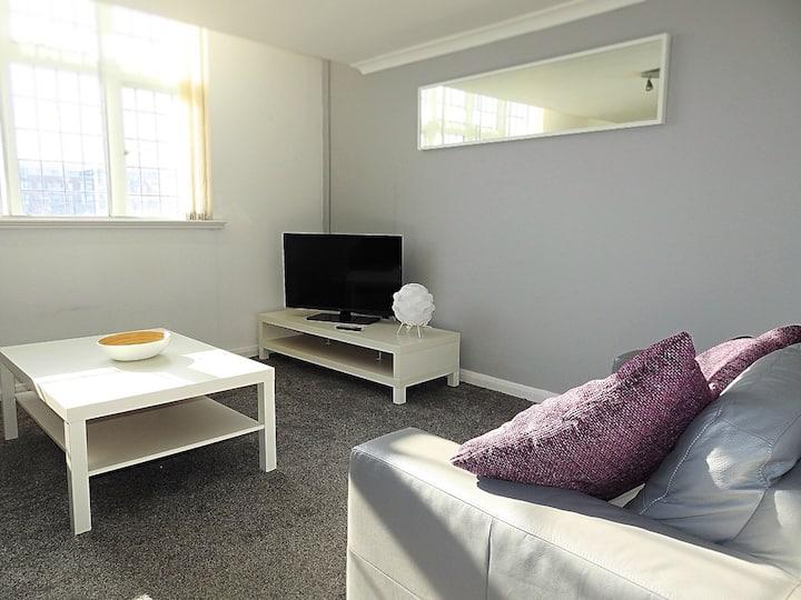 Beautiful Serviced Apartment on Marina (MEWS)