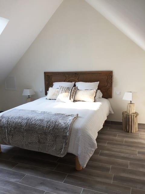 chambre   P,TIT LOUIS avec terrasse