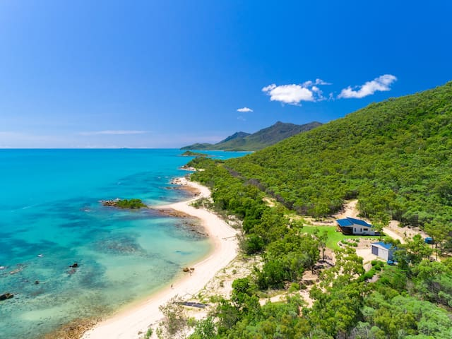 'Cape Gloucester Retreat', beachfront seclusion!