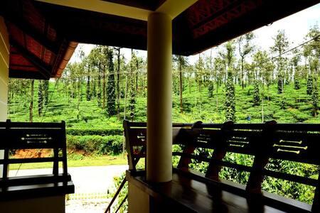 Bedroom in the tea gardens of Wayanad - Meppadi - 家庭式旅館