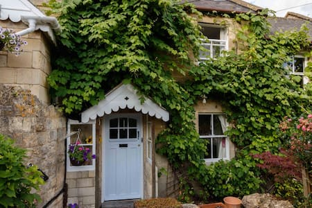Charming Hobbs Cottage - Bath - Casa