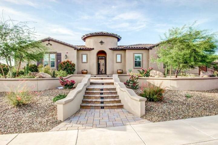 Spanish home with casita, pool & mountain view