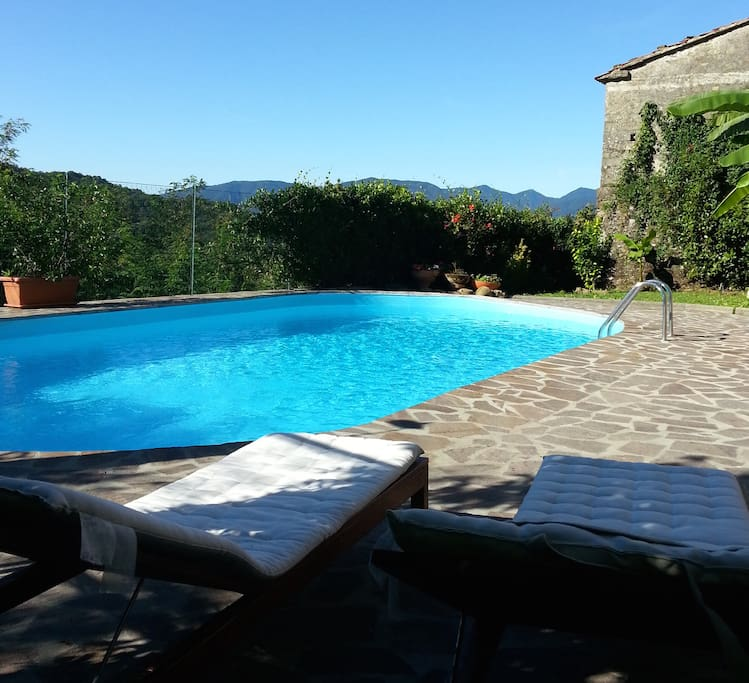 Casa indipendente con piscina appartamenti in affitto a for Bagno della piscina