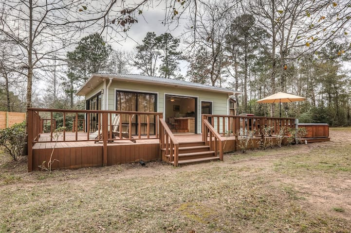 """Tiny House"" in the country near The Woodlands - Magnolia"