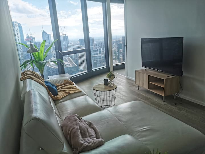 *RARE* Beautiful 2r2b high floor w/ awesome views