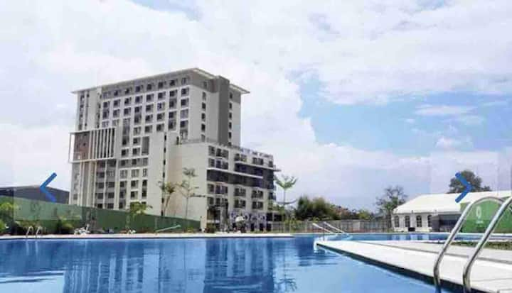 STUNNINGTROPICAL condo w/swiming pool near airport