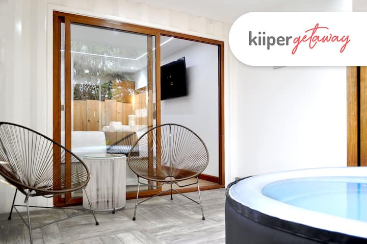 kiiper | Comfortable Suite with Jacuzzi | 2PPL