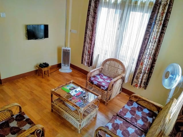 Suite 2 (Sitting room/ TV room).
