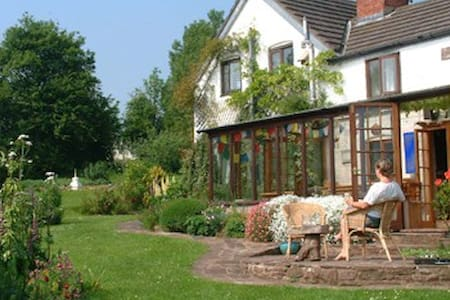 Hayfestival B&B - Bed & Breakfast