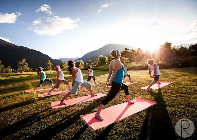 For those longing for peaceful and relaxing environment, we teach morning & evening yoga & meditation. Peace and quite.