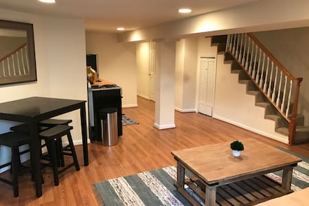Capitol Hill Suite! Steps to metro and sites! - 华盛顿 - 公寓