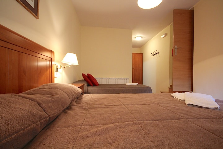 Centre del Montsec - 102 - Triple Room