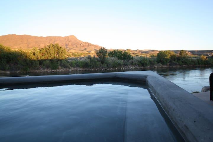 Riverside Hot Springs Private Retreat