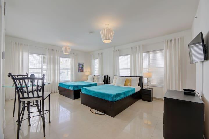Spacious Apartment on Ocean Drive, walk to beach!