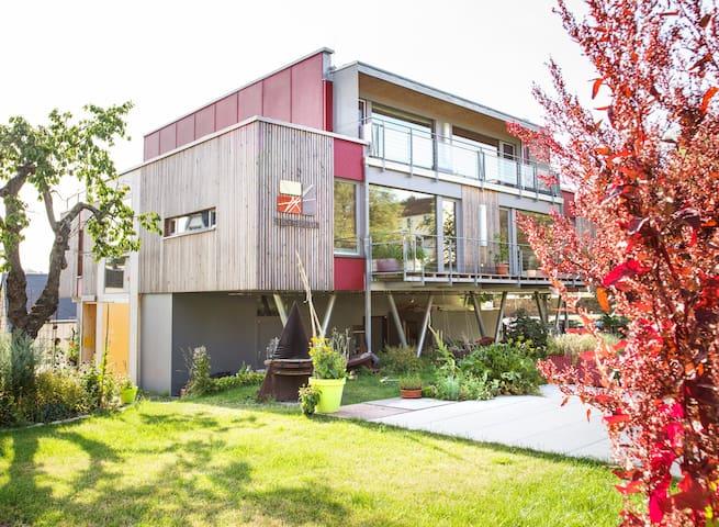 Lichtdurchflutetes, modernes Doppelzimmer - Zeulenroda-Triebes - Rumah Tamu