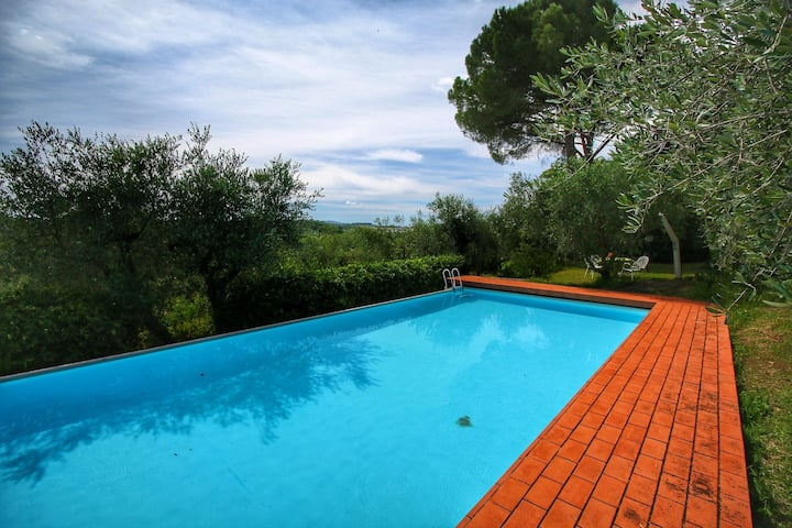 Tasteful Farmhouse in Siena with Shared Swimming Pool