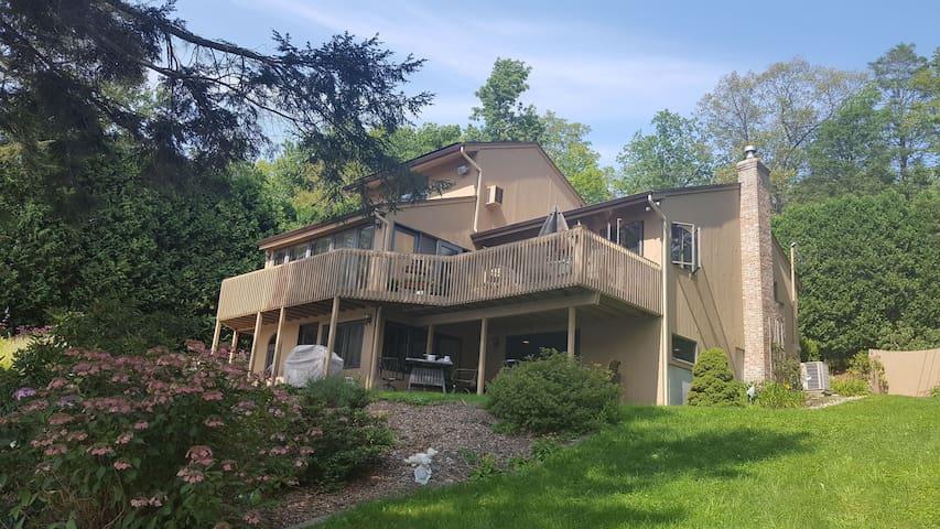 UCONN, Brimfield, Putnam Lake Front in Ashford, CT