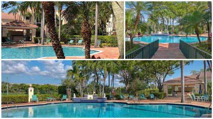 4 beds/ 2.5 bath resort style condo + heated pool
