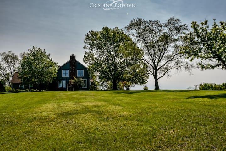 5 Bedroom Farmhouse on 38 Acre Estate