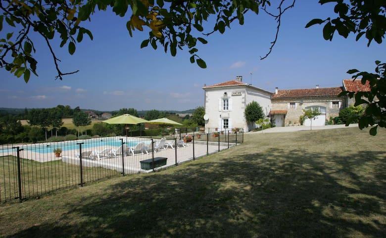 Belle Etoile - Ronsenac - บ้าน