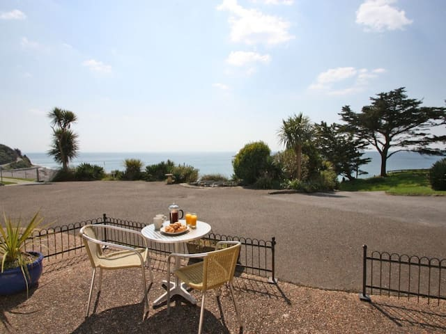 SANDCASTLES, pet friendly in Looe, Ref 959422