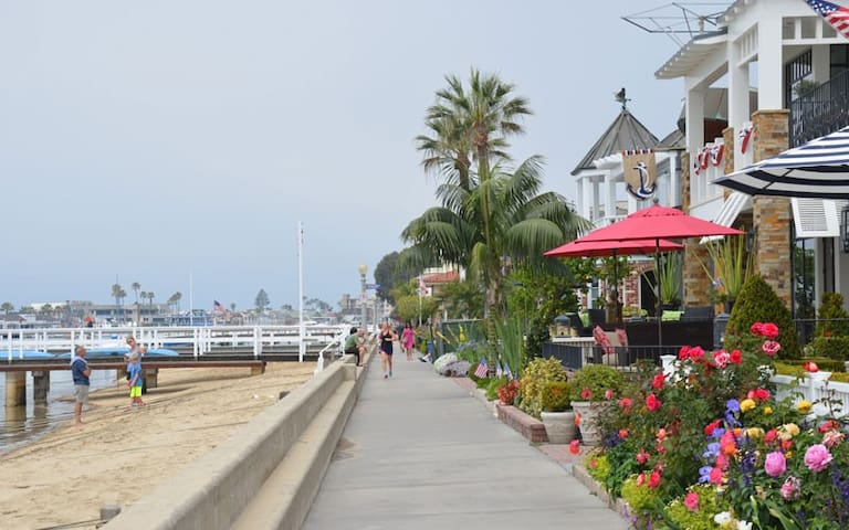 Your Balboa Island Cottage Getaway