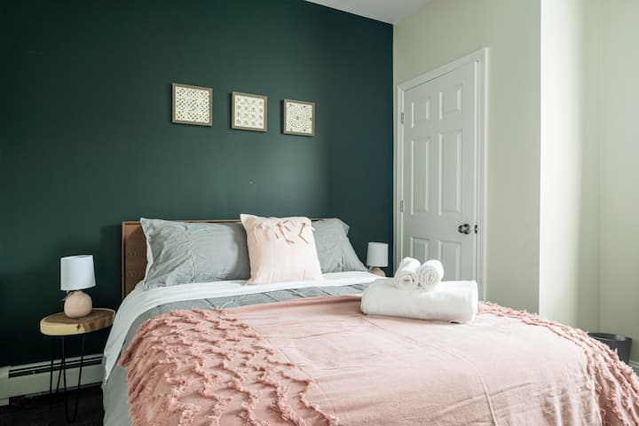 ★ Spacious, Bright & Modern Bedroom ★ Great Stay!