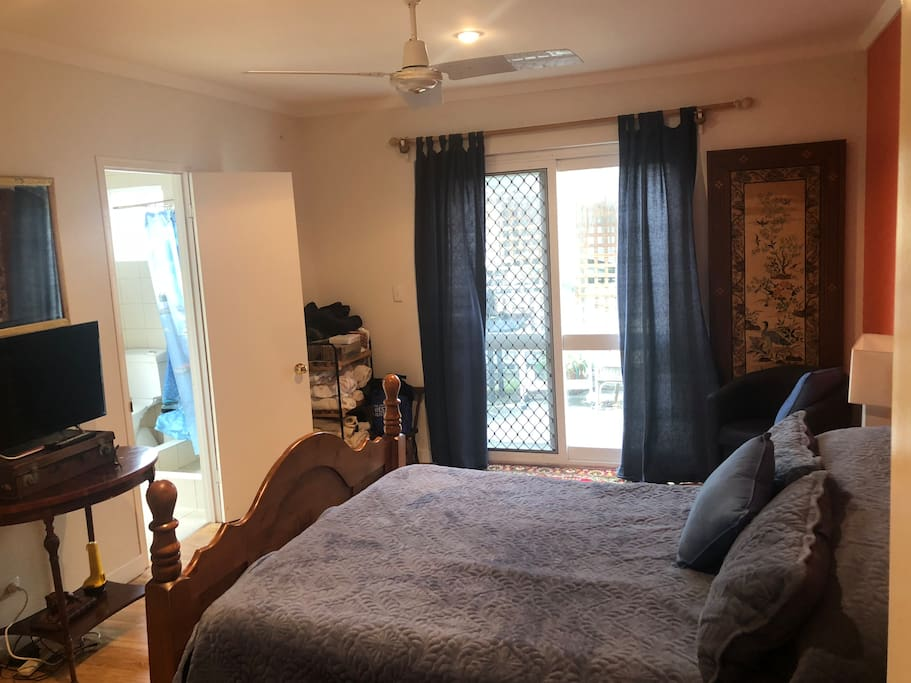 Bedroom Queensize bed
