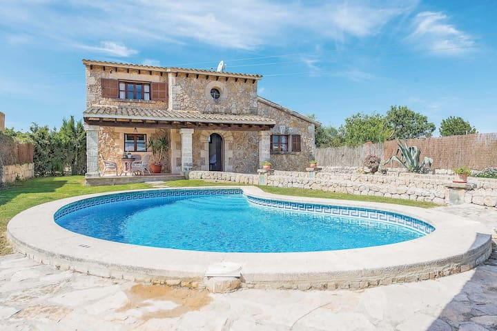 Peaceful setting with pool - Villa Pau
