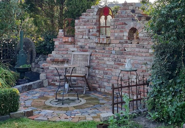Kreativ Haus mit Paradies Garten