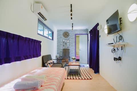 Yellow Cube Cabin Stay @ Lumut UNIFI TVBOX PARKING