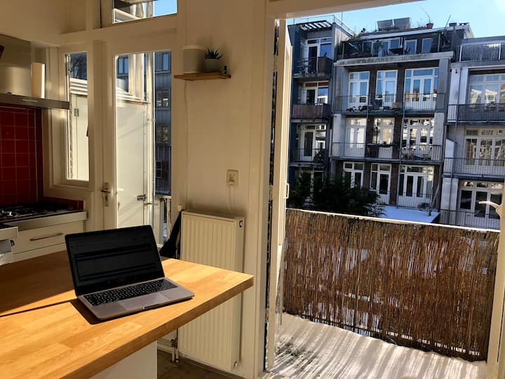 Bright and cozy apartment in the Staatsliedenbuurt