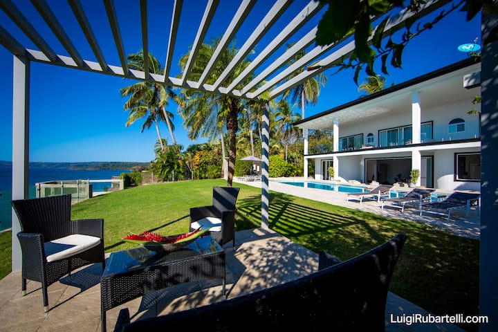 Whales  view, beach house on cliff VillaMarunga