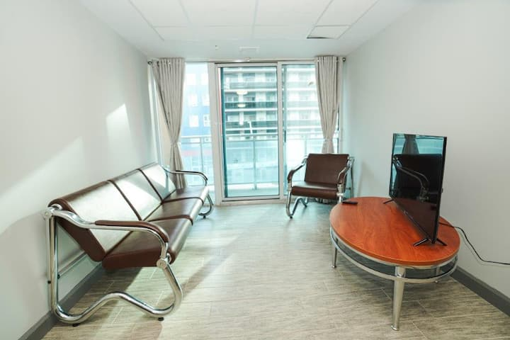 Newly Renovated Downtown  2 Bdrm Suite with Balcony
