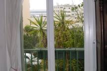 Pièce N°2 vue de l'entrée vers la fenêtre