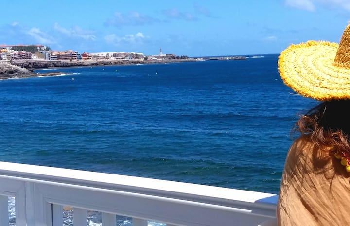 A orilla de la playa, Salinetas.  Gran Canaria.