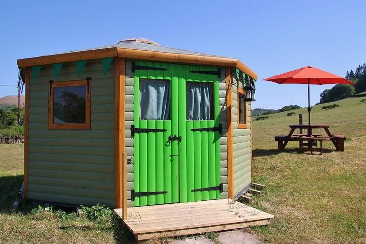 Yurt Nanny Iris ~ glamping on the Welsh border