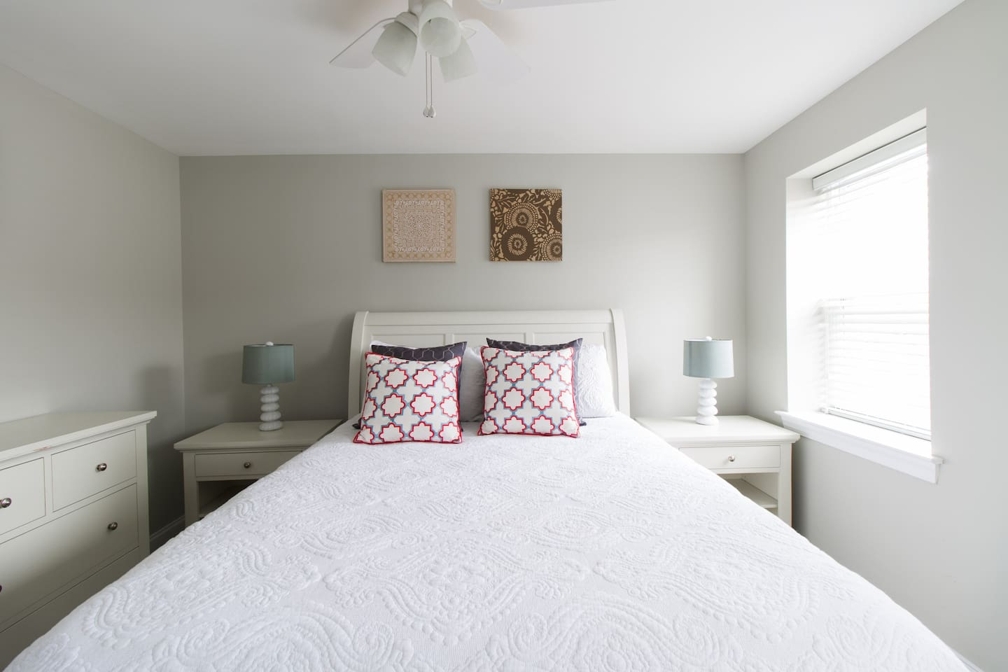 Master bedroom is the most comfortable place to relax after a day around Philly. Queen bed fits 2.