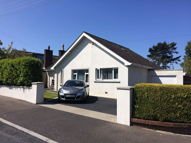 Detached Family Home in Seaside Town - Bangor - Hus