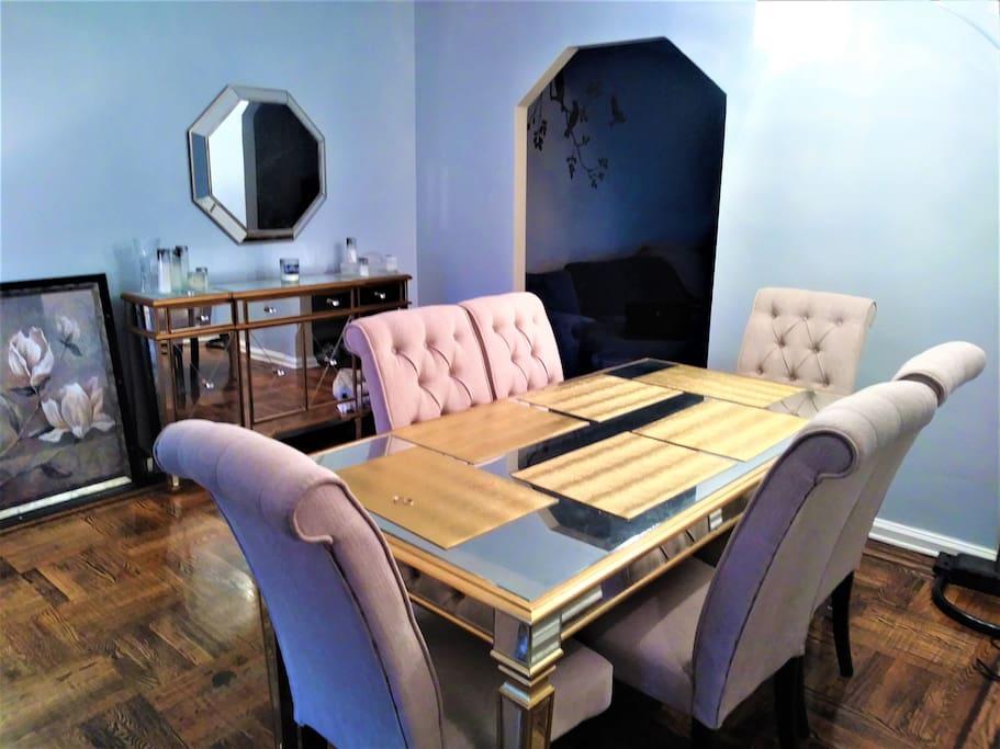 Formal dining room (seats 6).